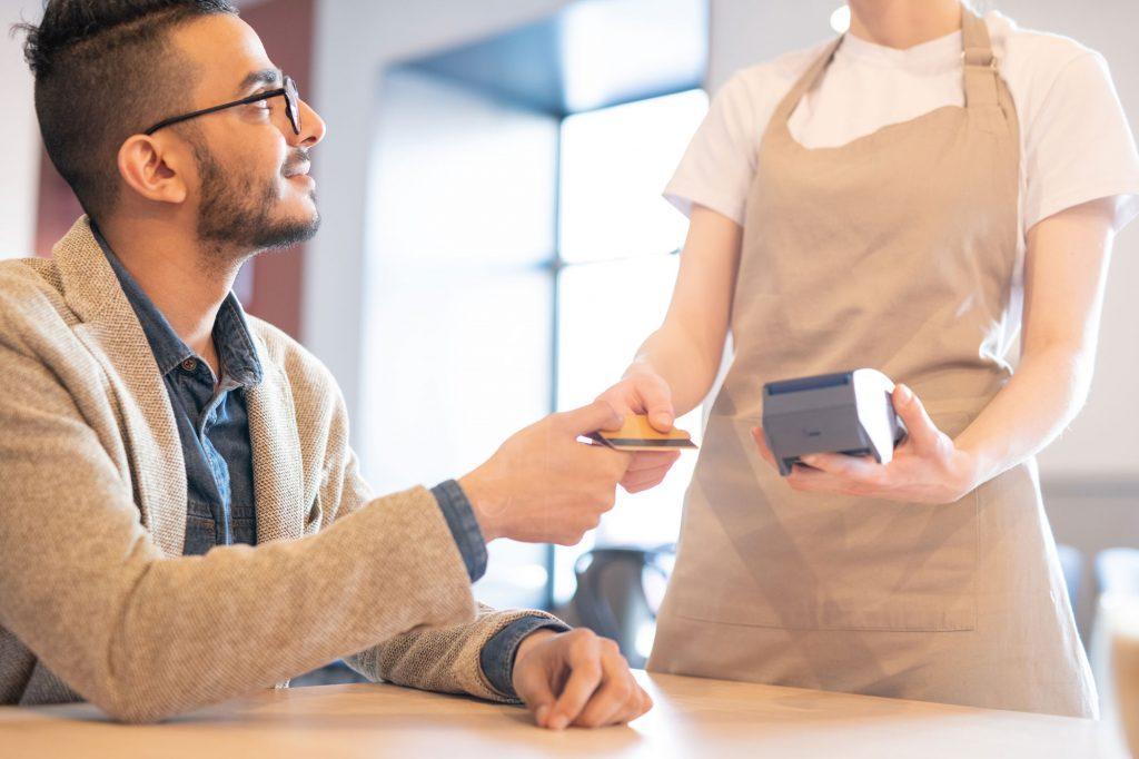 Pagando con tarjeta de crédito